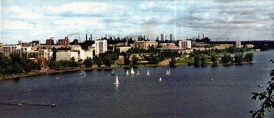 Вид на пруд и город с Лисьей горы. 2007