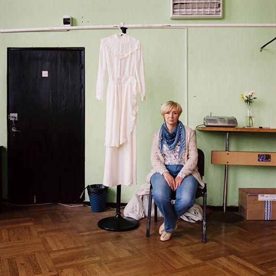 """Наталья Борисовна, 54 года. Хранит платье 34 года. """"Символ действа, важного решения, значимого события. Сохраняя платье, сохраняешь настроение и цели действа."""""""