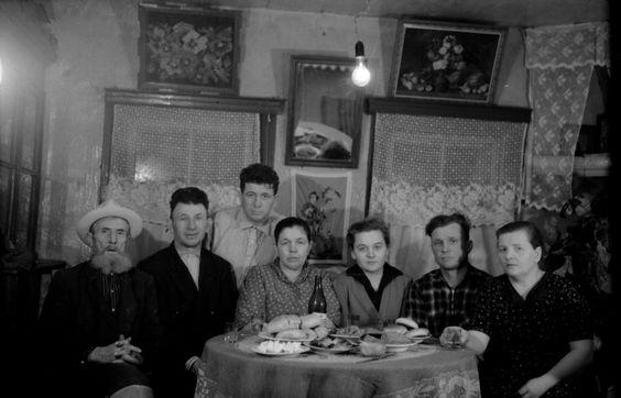 Алексей Коблов наклонился за спинами сидящих