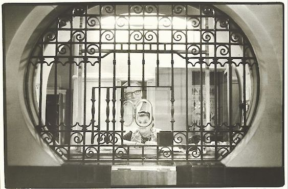Evelyn Richter, Gatekeeper at City Hall, Leipzig, about 1975