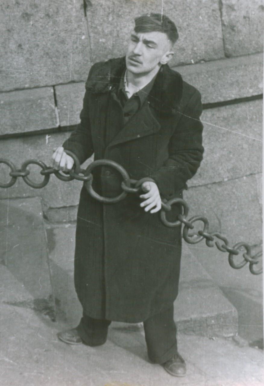 Цепи пролетариата. Михаил Красильников. Ленинград,Середина 1950-х