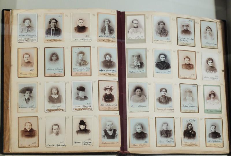 Альбом проституток, зарегистрированных в полиции г. Тарту. около 1900