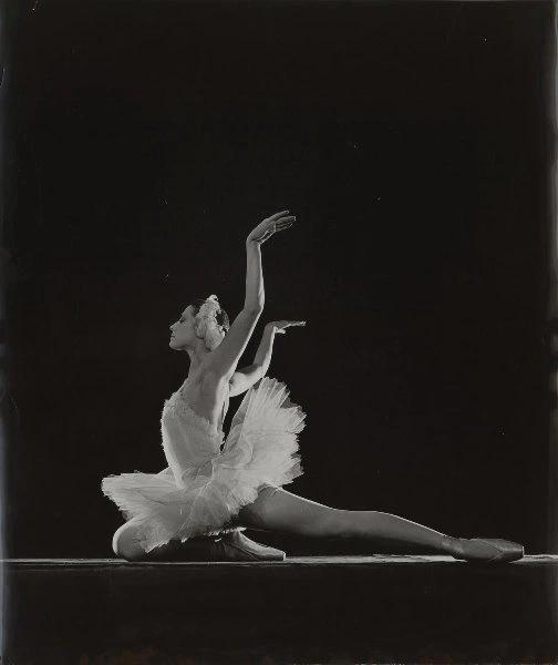 Мая Плисецкая в балете «Лебединое озеро». фотограф Евгений Умнов