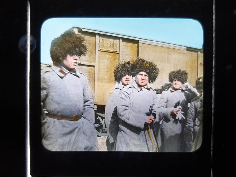 Сибирские стрелки на железнодорожной станции.