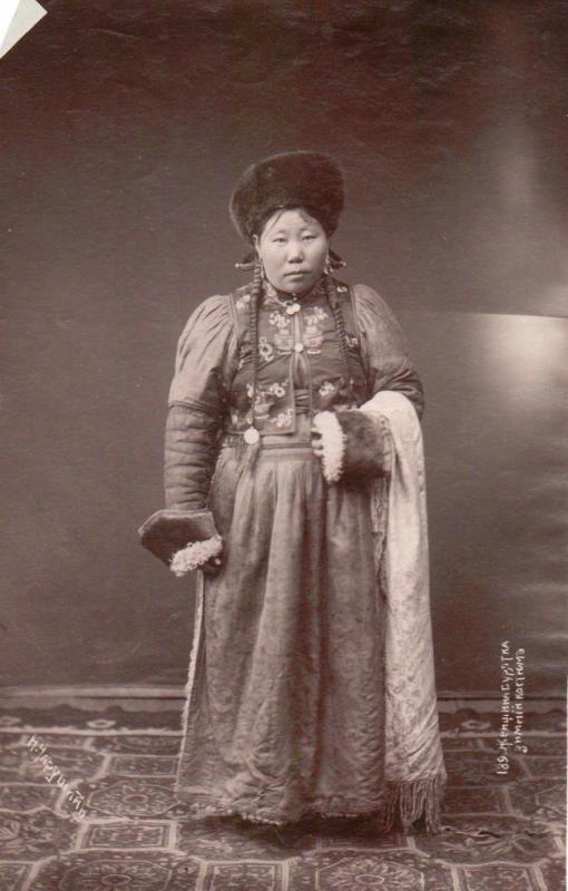 Н. Чарушин. Женщина бурятка в зимнем костюме