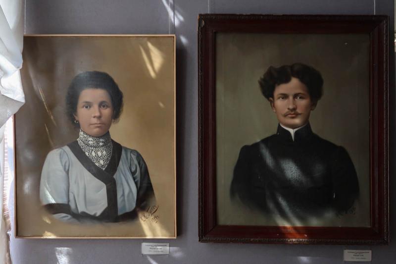 Александр Гусев. Портрет матери (слева). Портрет отца (справа). 1914