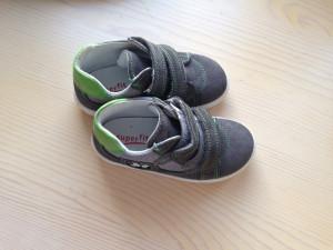 e4a83ad1 Пристрою очень удачные кроссовочки суперфит, красивые, легкие. Размер 23  стандартный. Покупала за 2500 с лишним, отдам за 2000 с пересылкой.