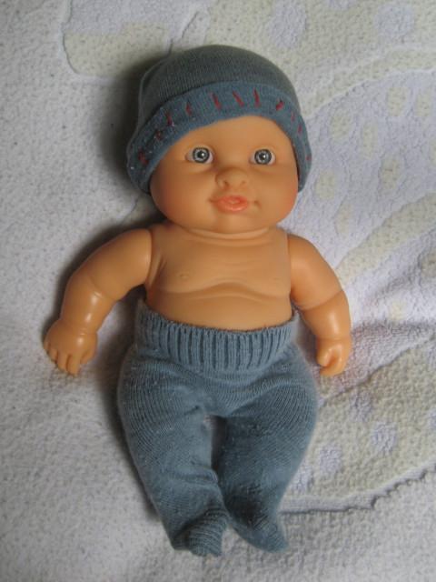 Как сшить штаны для куклы из носка