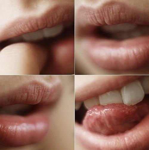фотографии красивых девушек слюнявятсвой пальчик об кончик языка