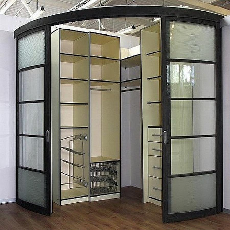 Встроенный угловой шкаф купе в интереьре 11
