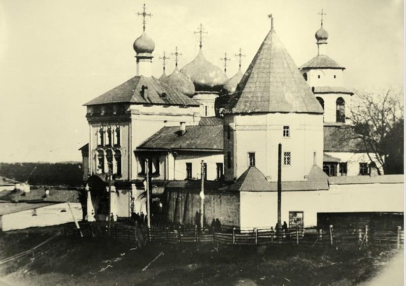Успенский Трифонов мужской монастырь, один из самых красивых архитектурных ансамблей Кирова 3