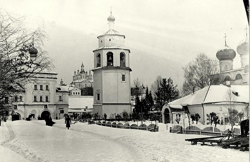 Успенский Трифонов мужской монастырь, один из самых красивых архитектурных ансамблей Кирова 4