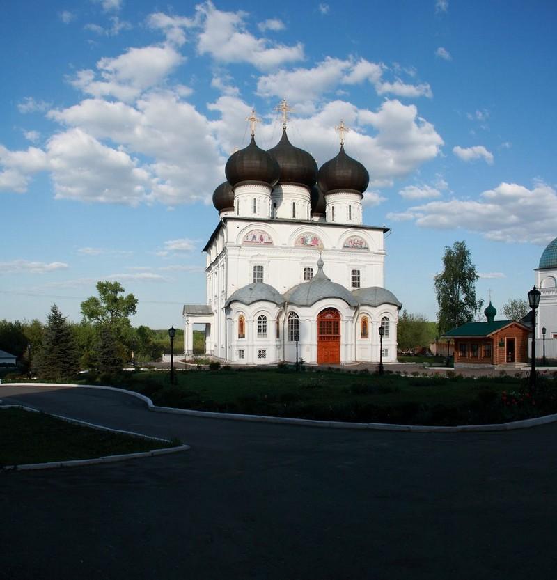 Успенский Трифонов мужской монастырь, один из самых красивых архитектурных ансамблей Кирова 7