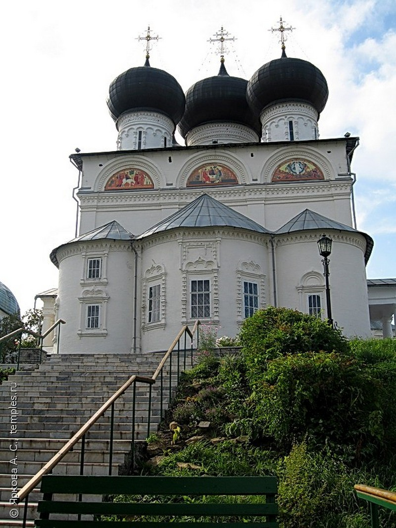Успенский Трифонов мужской монастырь, один из самых красивых архитектурных ансамблей Кирова 9