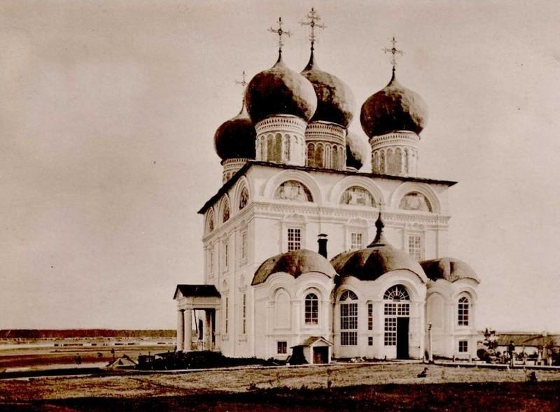Успенский Трифонов мужской монастырь, один из самых красивых архитектурных ансамблей Кирова 16