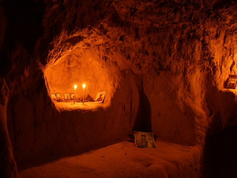 Основные достопримечательности Киева в фотографиях Cave-cell-in-Kitaev-desert