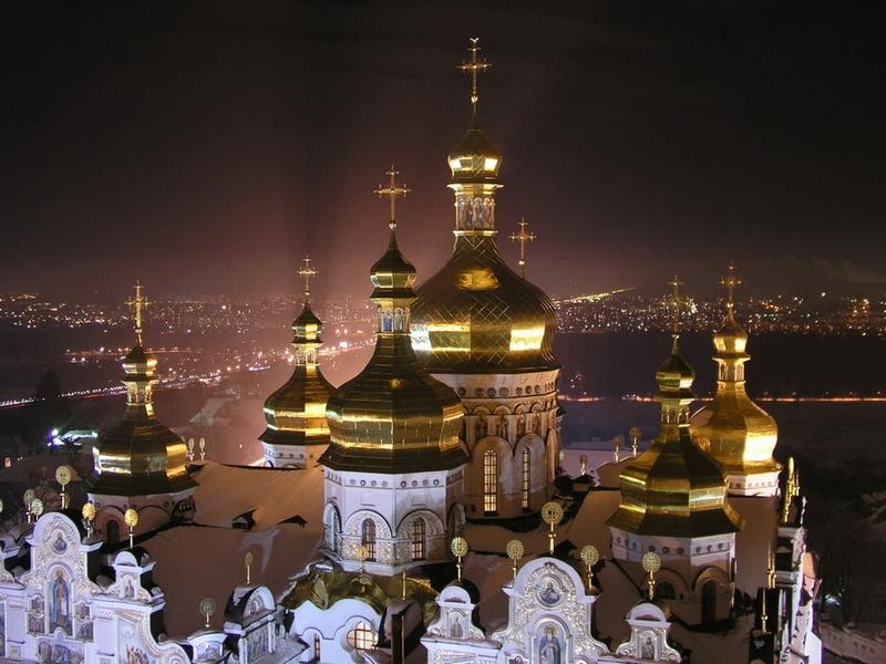 Основные достопримечательности Киева в фотографиях Kievo-Pecherskaya-lavra-in-the-night