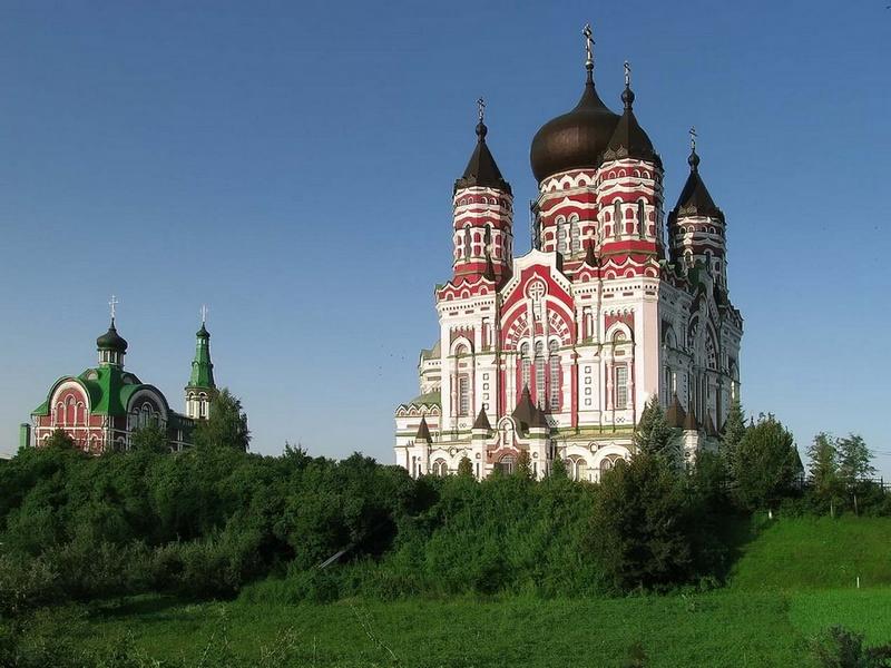 Основные достопримечательности Киева в фотографиях Panteleimon-Cathedral-in-Pheophaniya-park