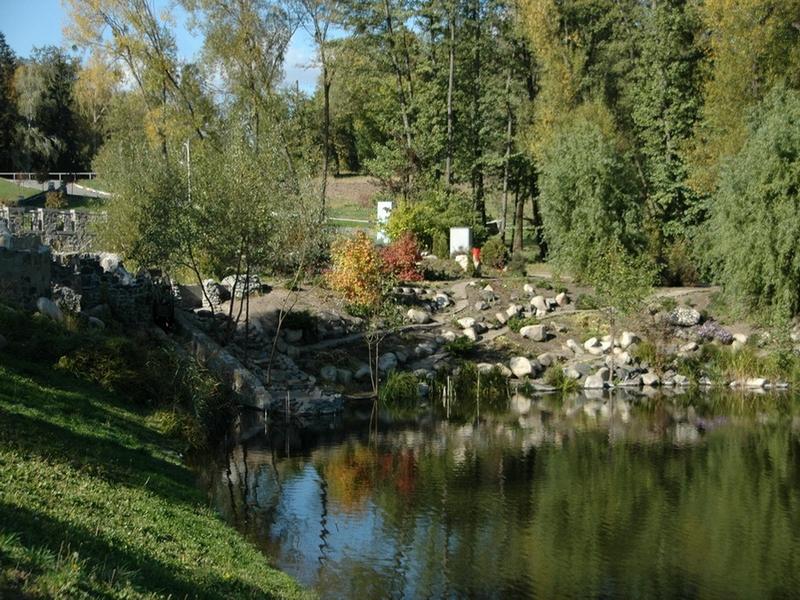 Основные достопримечательности Киева в фотографиях Rock-garden-in-Pheophaniya-park
