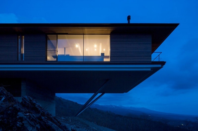 Постройка дома на склоне горы Яцугатаке  13