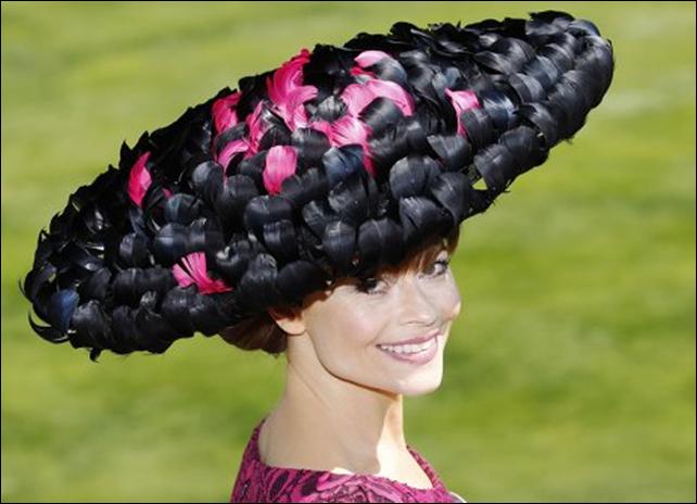 Удивительный парад шляп на королевскихскачках Royal Ascot