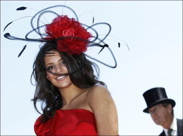 Удивительный парадшляп на королевских скачках Royal Ascot