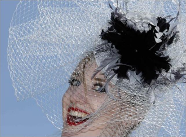 Удивительный парад шляп на королевских скачках Royal Ascot