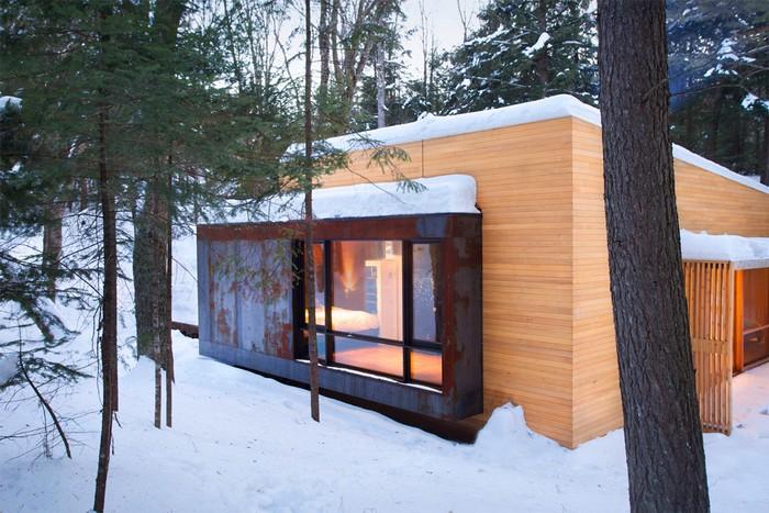 Дом из дерева посреди канадского леса 2