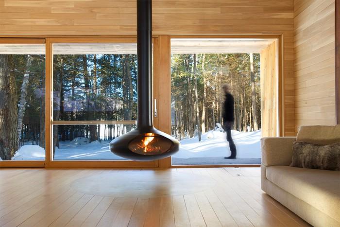 Дом из дерева посреди канадского леса 9