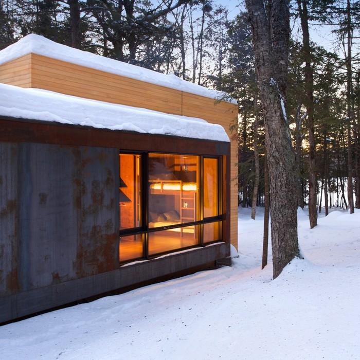 Дом из дерева посреди канадского леса 10