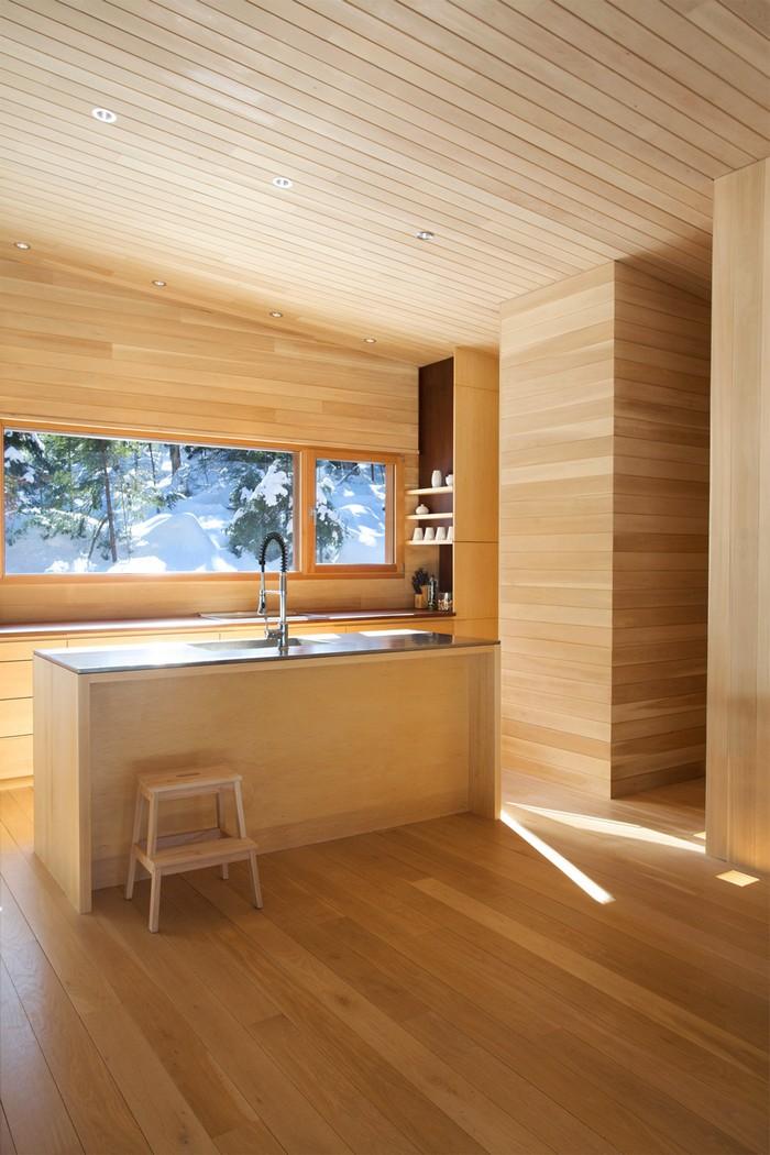 Дом из дерева посреди канадского леса 14