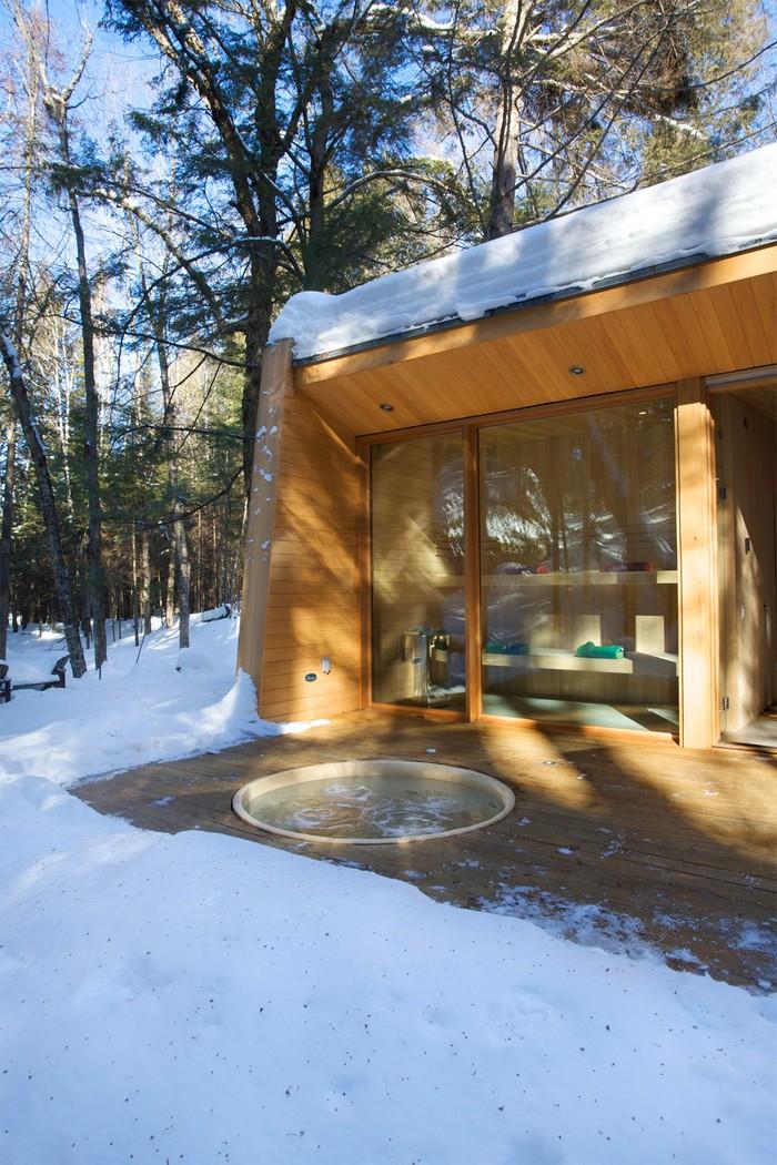 Дом из дерева посреди канадского леса 16