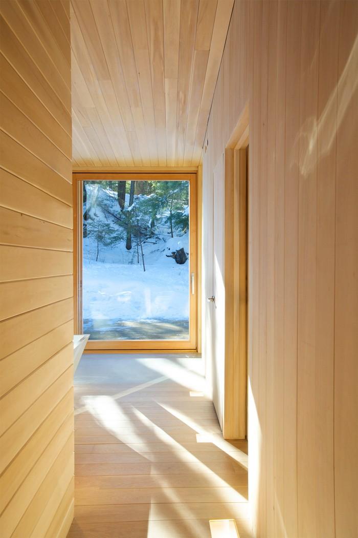 Дом из дерева посреди канадского леса 17