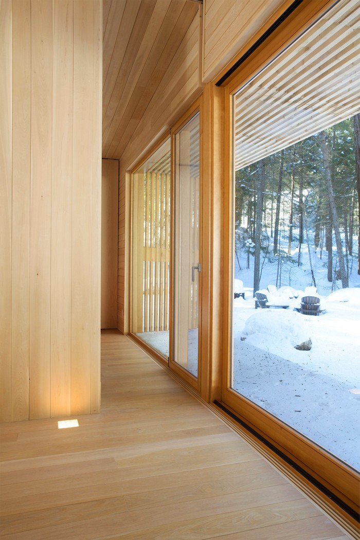 Дом из дерева посреди канадского леса 19