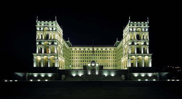 Красивое наружное архитектурное освещение зданий 6