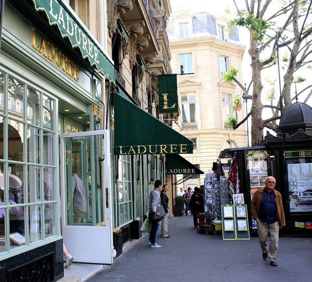 Laduree - самая знаменитая кондитерская Парижа 11