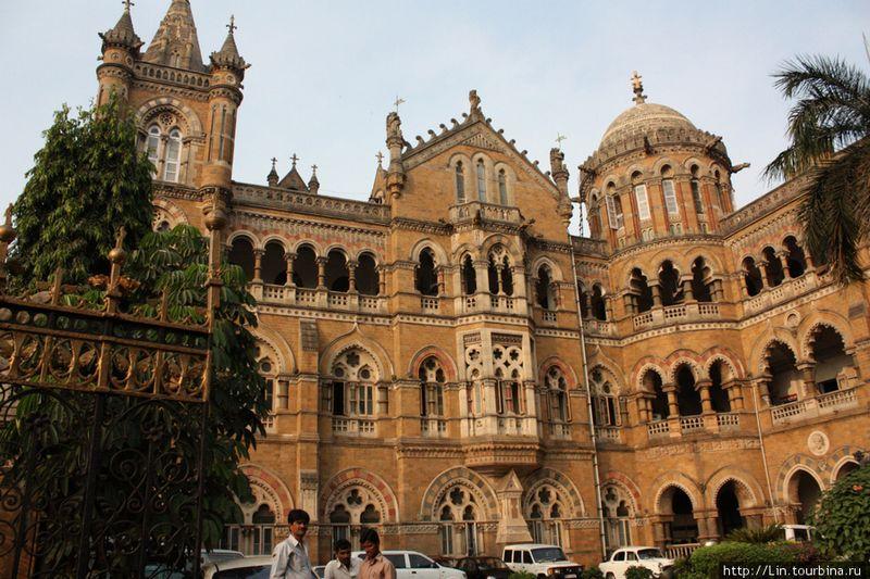 Красивый железнодорожный вокзал Чхатрапати Шиваджи 1