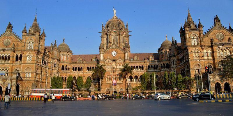Красивый железнодорожный вокзал Чхатрапати Шиваджи 10