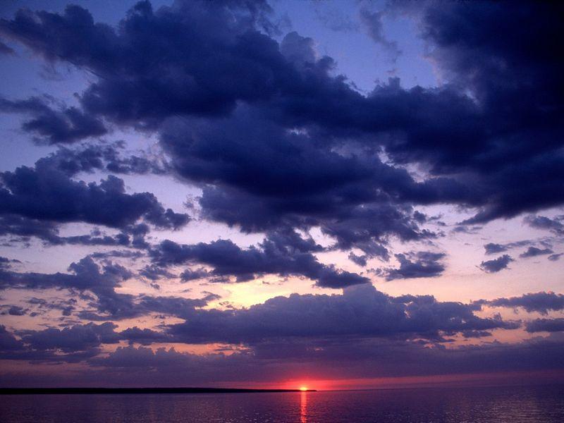 Красивые фото заката солнца - Amber, Grand Island, Michigan