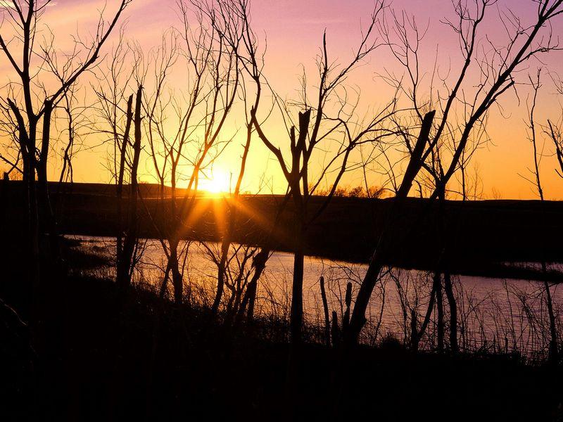 Красивые фото заката солнца - Lake Wilson Sunset, Kansas