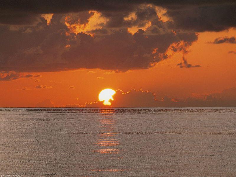 Красивые фото заката солнца - Sunset on the Equator, Central America