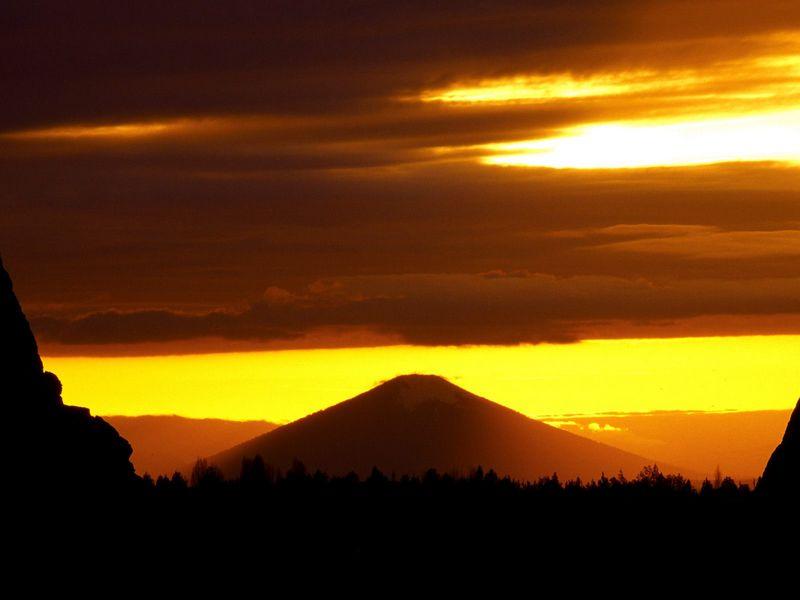Красивые фото заката солнца - Sunset Over Black Butte, Deschutes County, Oregon