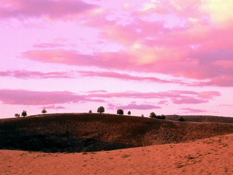 Красивые фото заката солнца - Sunset over Diamond Craters Natural Area, Oregon
