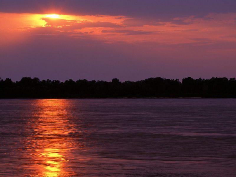 Красивые фото заката солнца - Sunset Over the Mississippi River, Arkansas