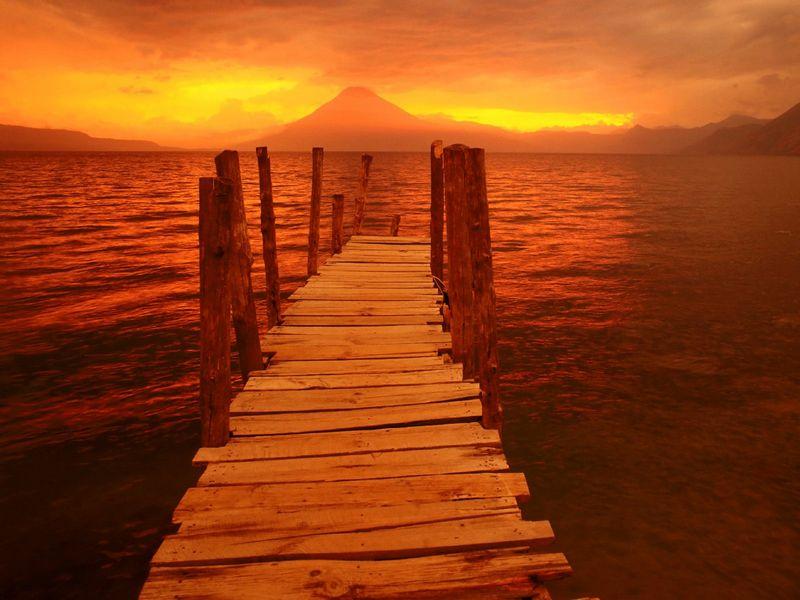 Красивые фото заката солнца - Volcano Sunset, Guatemala