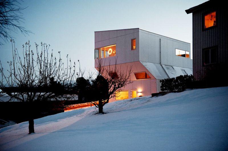 Компактный белый дом в Тронхейме 5