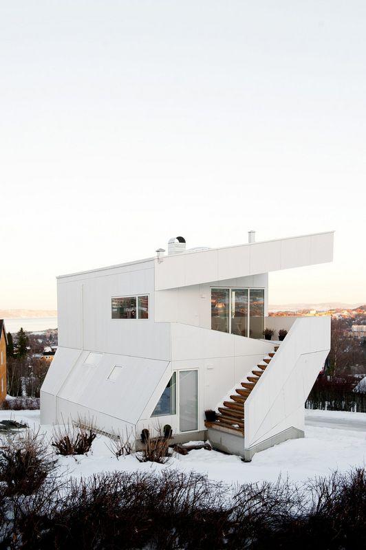 Компактный белый дом в Тронхейме 8