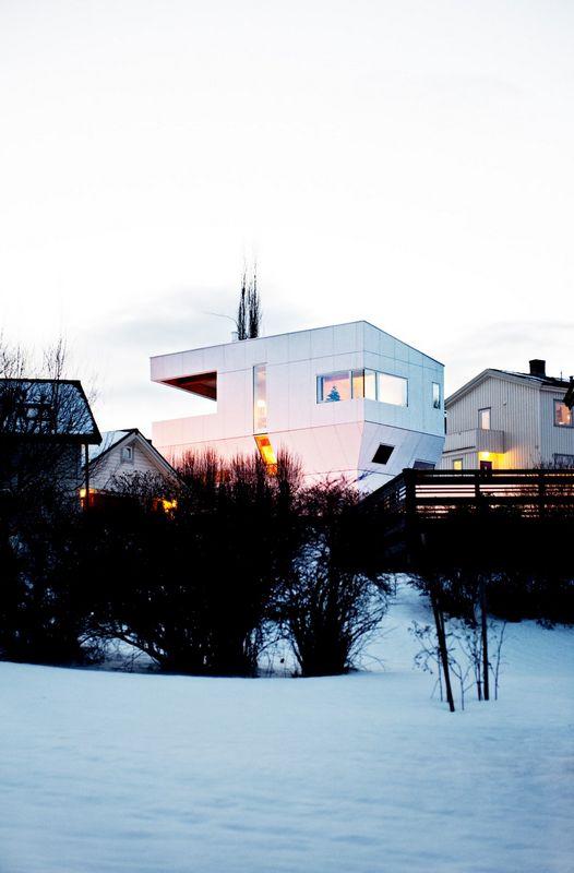Компактный белый дом в Тронхейме 13