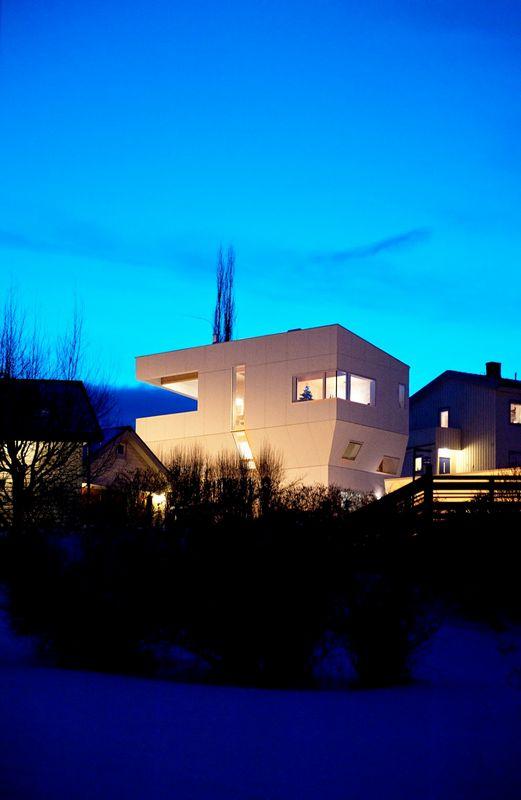 Компактный белый дом в Тронхейме 15