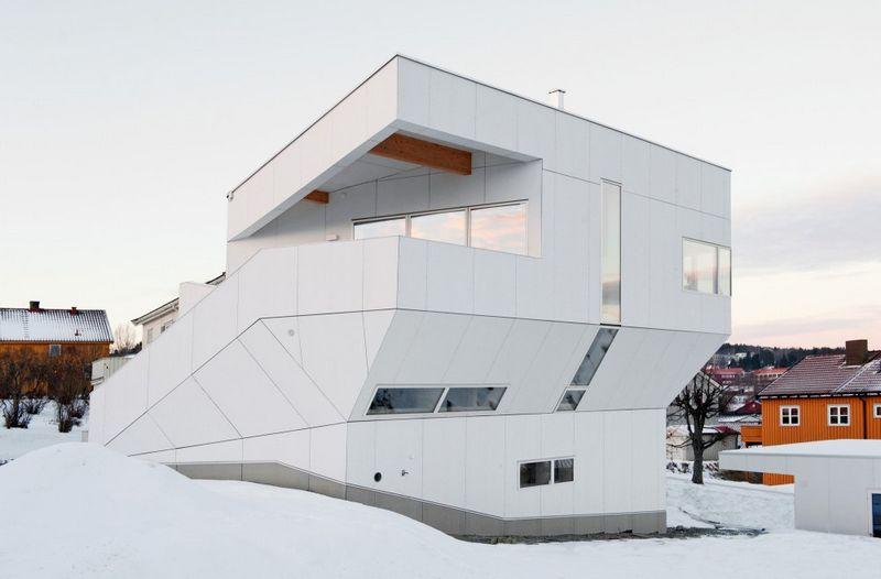 Компактный белый дом в Тронхейме 17